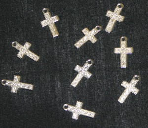 16mm x 18mm Metal Crucifix (Pack of 100)